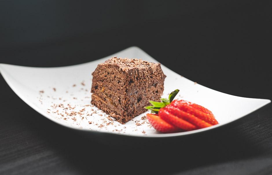 Vähähiilarinen, sokeriton ja gluteeniton suklaakakku